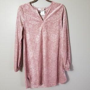 5/$25 Andree Rose V Neck Velvet Tunic Small